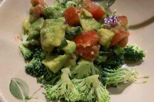 avocado and tomato over brocolli